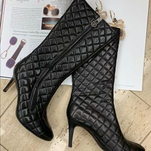 Chanel diamond  quilted boots sz37
